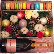 Luxurious Christmas box with flowers - flowers and bouquets on roza.zp.ua