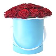 Red roses in a hat box - flowers and bouquets on roza.zp.ua