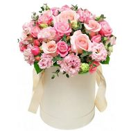 Delicate flowers in a box - flowers and bouquets on roza.zp.ua