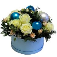 Christmas composition in a hat box of roses - flowers and bouquets on roza.zp.ua
