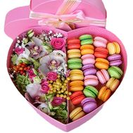 Best Flower box with macarons - flowers and bouquets on roza.zp.ua