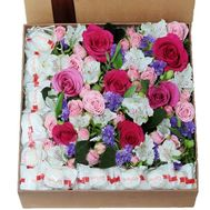 Large box with flowers and rafaello - flowers and bouquets on roza.zp.ua