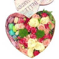 Flowers and macaroons in the box heart - flowers and bouquets on roza.zp.ua