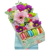 Flowers and macaroons in a box - flowers and bouquets on roza.zp.ua