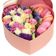 Beautiful heart of flowers and macaroons - flowers and bouquets on roza.zp.ua