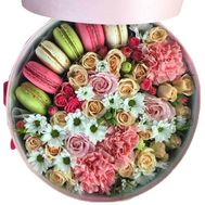 Round box with flowers and macaroons - flowers and bouquets on roza.zp.ua