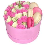 Shrub roses and macaroons in a box - flowers and bouquets on roza.zp.ua