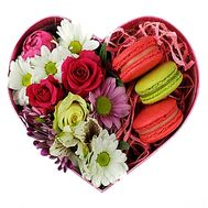 Small heart with macaroons - flowers and bouquets on roza.zp.ua
