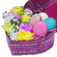 Heart with flowers and macaroons in a box - flowers and bouquets on roza.zp.ua