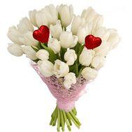 35 белых тюльпанов с сердечками - цветы и букеты на roza.zp.ua