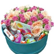 Flowers and sweets in a round box - flowers and bouquets on roza.zp.ua