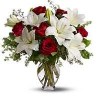 Bouquet of flowers of roses and lilies - flowers and bouquets on roza.zp.ua