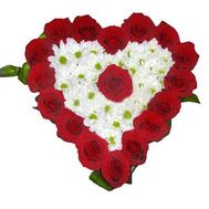 """Heart-shaped composition of roses and chrysanthemums"" in the online flower shop roza.zp.ua"