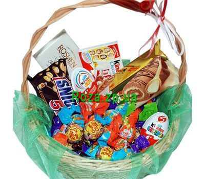 """Sweets basket for a gift"" in the online flower shop roza.zp.ua"