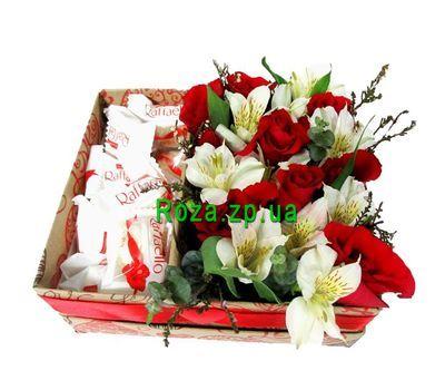 """""""Цветы и сладости в прямоугольной коробке"""" в интернет-магазине цветов roza.zp.ua"""