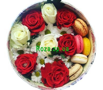 """""""Коробочка цветов с макарунами"""" в интернет-магазине цветов roza.zp.ua"""