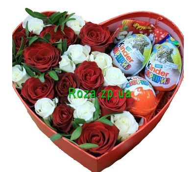 """""""Красивое сердце из роз и киндеров"""" в интернет-магазине цветов roza.zp.ua"""