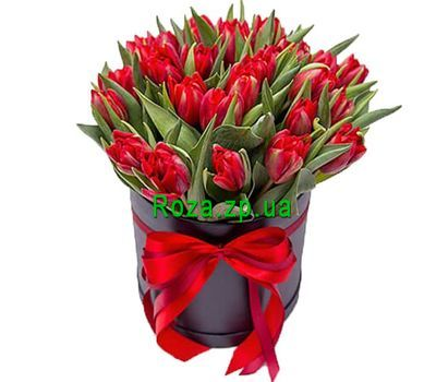 """""""Красные тюльпаны в шляпной коробке"""" в интернет-магазине цветов roza.zp.ua"""