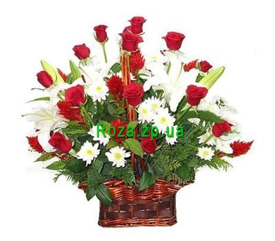 """Basket of flowers from 19 roses, 9 chrysanthemums and 3 lilies"" in the online flower shop roza.zp.ua"