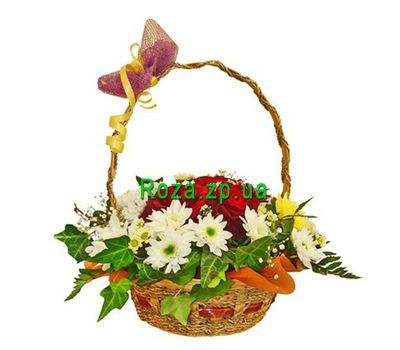"""Basket of flowers from 7 roses and 8 chrysanthemums"" in the online flower shop roza.zp.ua"